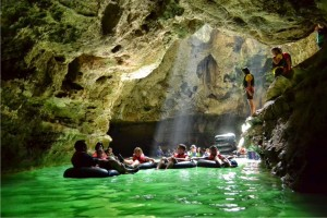 cave-tubing-goa-pindul-gunungkidul-1